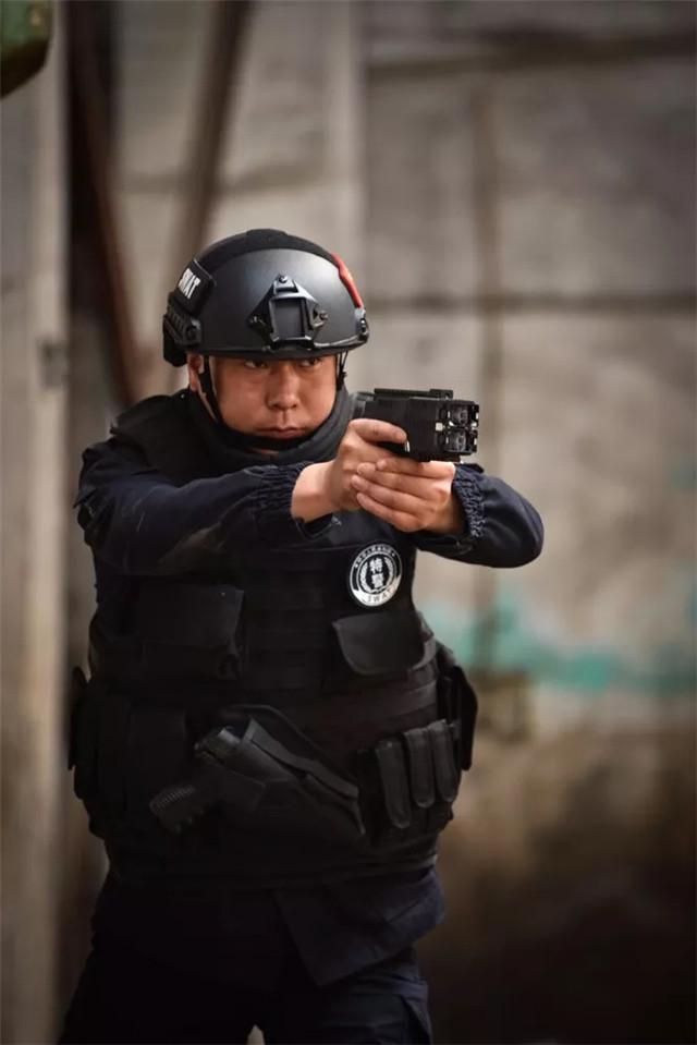 NQV0X2枪式自卫防暴电子控制器
