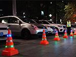 新品!夜间交通安全防控神器 发光伸缩路锥到底有多重要?(组图)