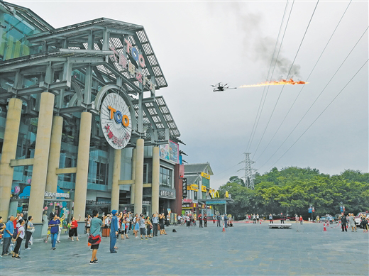 广西桂林市首用喷火无人机清除高压线异物 保障电网安全(图)